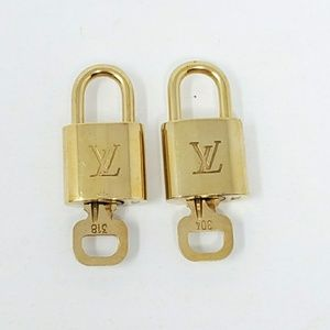 100% Auth Louis Vuitton 2 Locks & 2 Keys